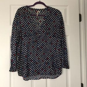 Thin navy and white patterned blouse